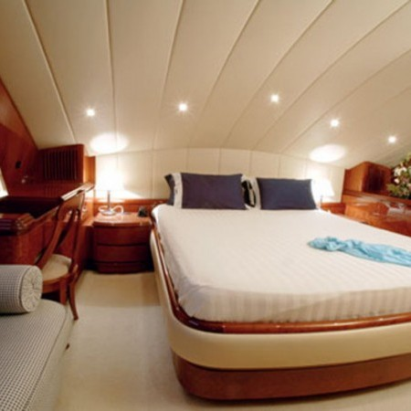 falcon yacht 100 ft vip cabin