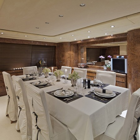 Obsesion yacht dining