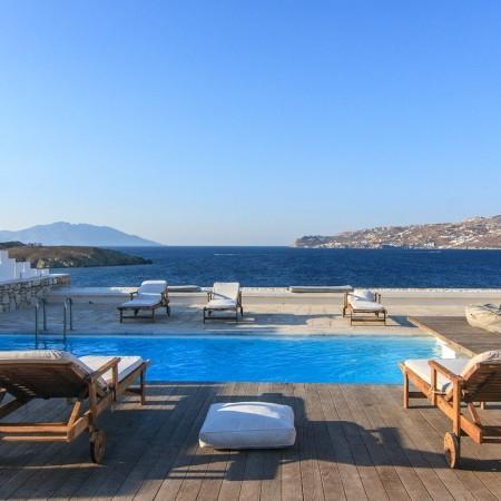 pool area of villa Brillante