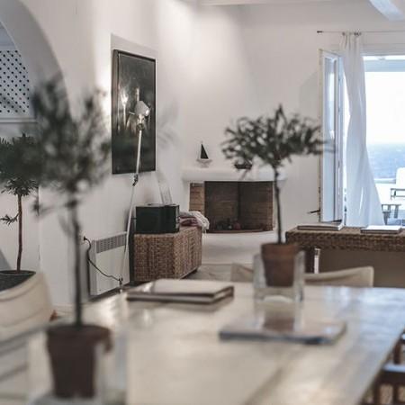 indoor dining at Villa Aaliyah Mykonos