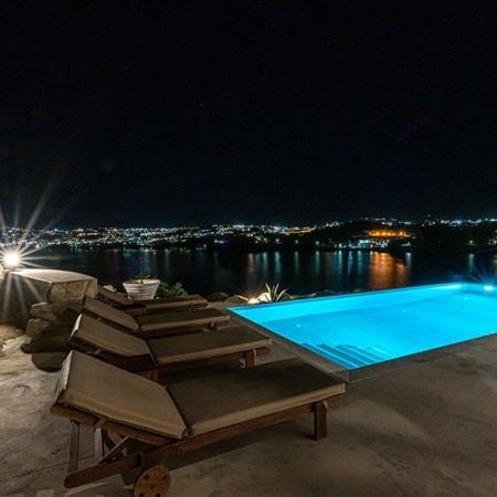 villa Serpentine 3 outdoor lights at night