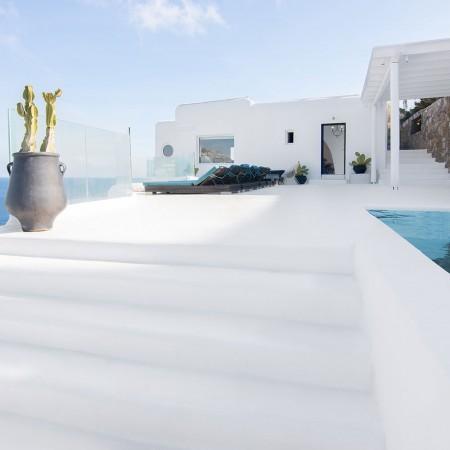 Luxury 5 Bedroom Villa for Rent above Psarou