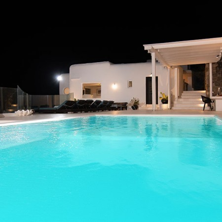 the pool lights of villa Cloud