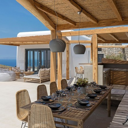 outdoor dining with pergola shade