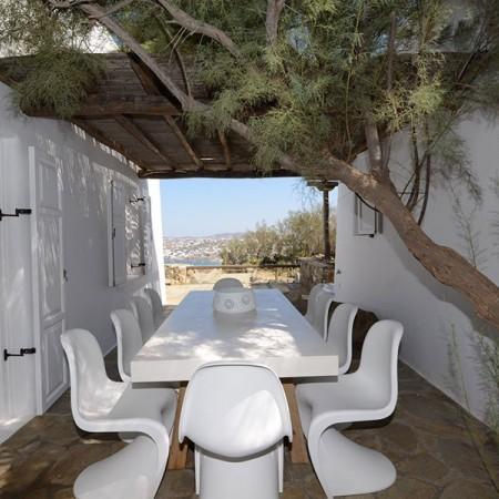 outdoor dining at villa Sanja