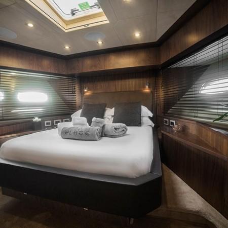 blade 6 yacht cabin