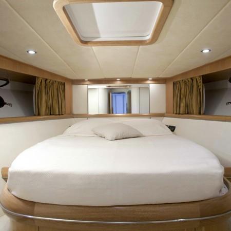 cigarette 55 yacht master cabin