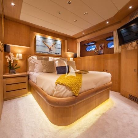 Daloli yacht cabin