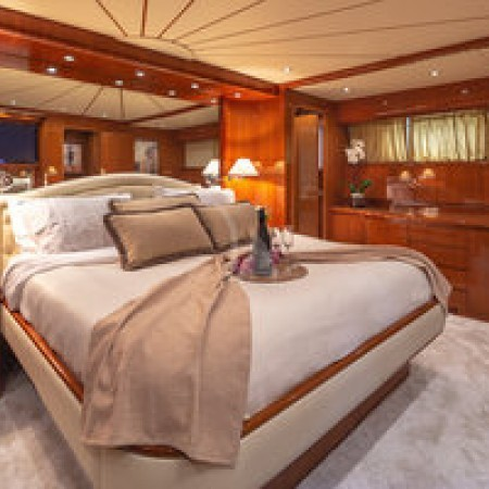 Efmaria yacht cabin