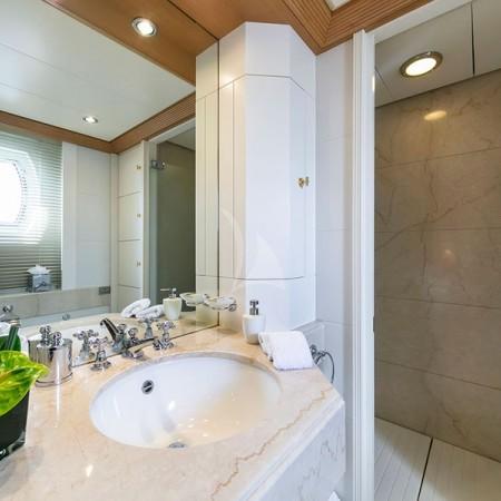 Marla yacht bathroom