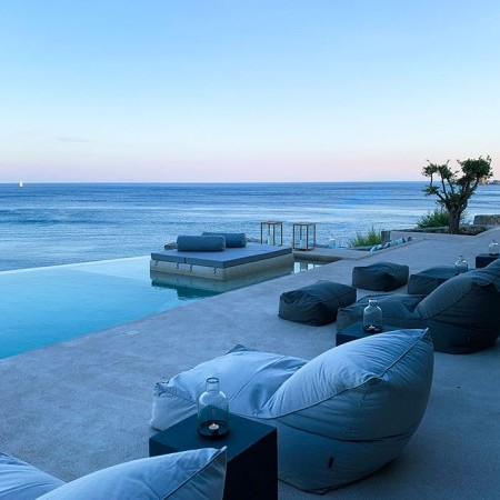 villa with beach access for rent in Mykonos