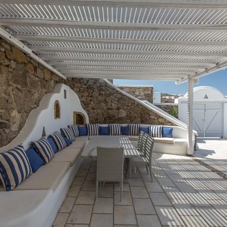 pergola shaded lounge