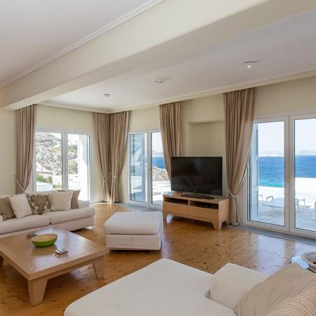 villa endless view living room