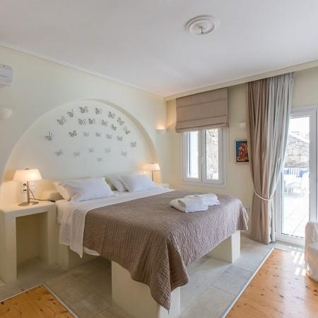 villa endless view master bedroom