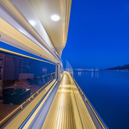 vento yacht passage night