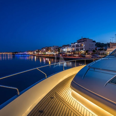 vento yacht at night