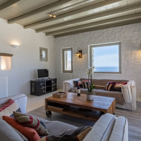 villa for rent with beach access in Mykonos
