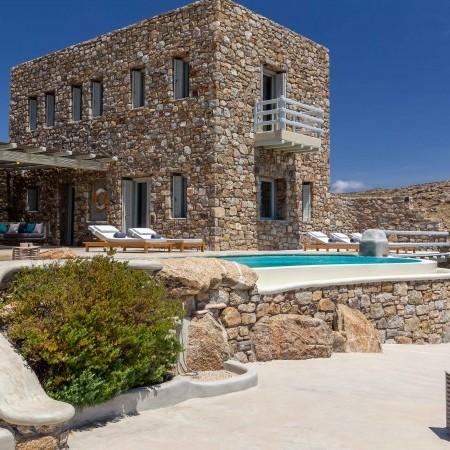 villa rental with beach access in Mykonos