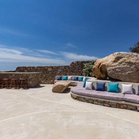 villa with beach access in Mykonos