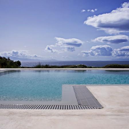 private swimming pool of villa Rica, Elia Mykonos