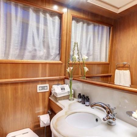 Aimilia yacht bathroom