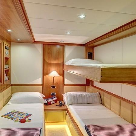 Aimilia yacht twin cabin