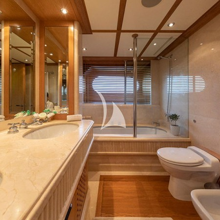 Alexandra yacht bathroom