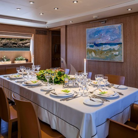 Alexia av yacht indoor dining