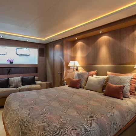 Alexia av yacht cabin