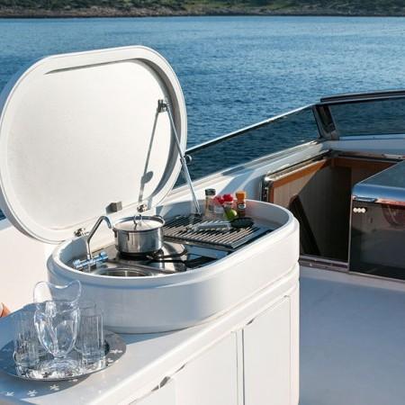 Acionna yacht bbq