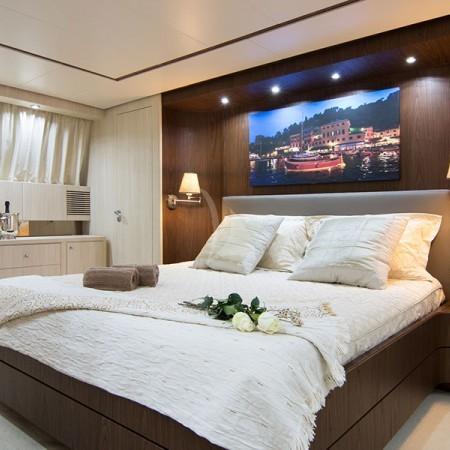 acionna yacht cabin