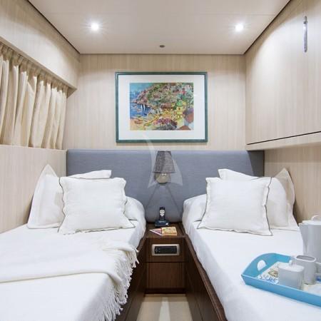 acionna yacht twin cabin
