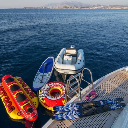 Acionna yacht charter