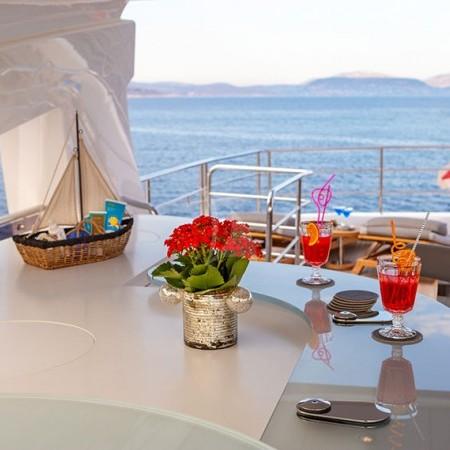 Aqua Libra 131 Yacht deck
