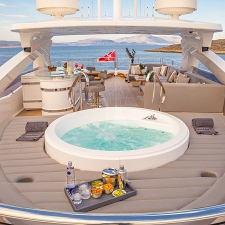 Aqua Libra 131 Yacht jacuzzi
