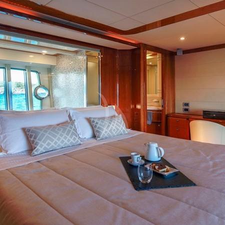 Astarte yacht cabin