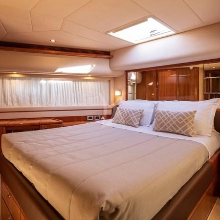 Astarte yacht bathroom