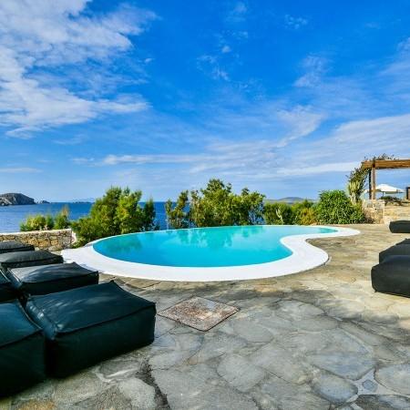 Mykonos villa beach proximity