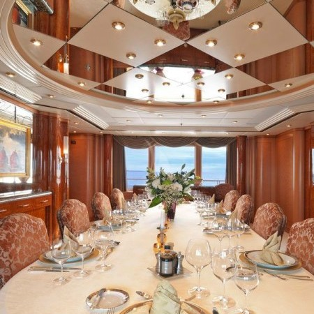 capri i yacht dining
