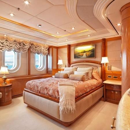 capri i yacht cabin