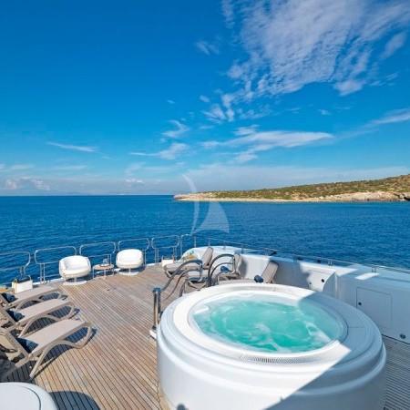 capri i yacht jacuzzi