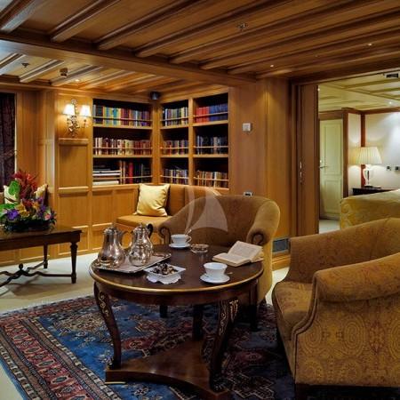 Christina O Yacht salon