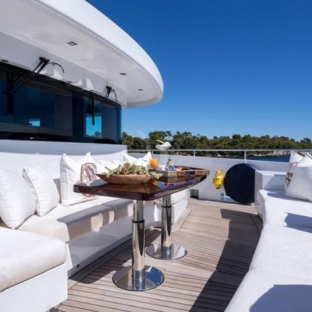 Clicia yacht deckClicia yacht alfresco dining