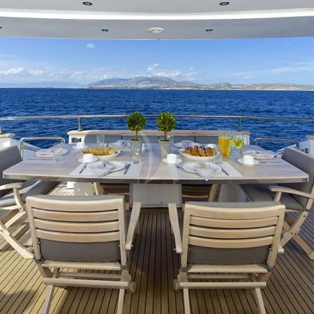 cudu yacht deck dining