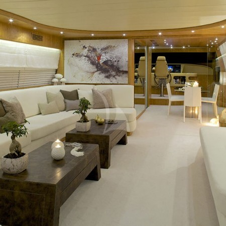 cud yacht living room