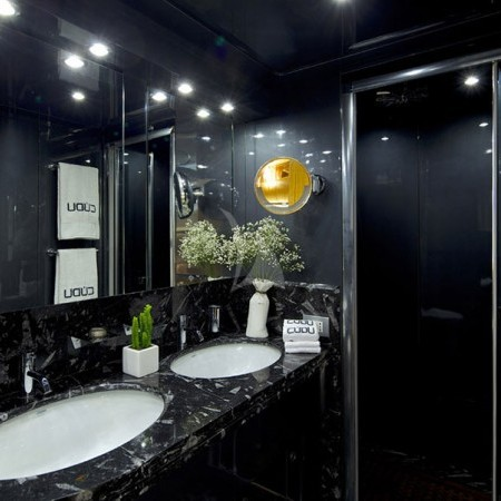 cud yacht bathroom
