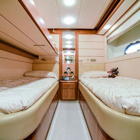 Ferretti 88 Day Off twin cabin