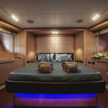 eleven I yacht cabin