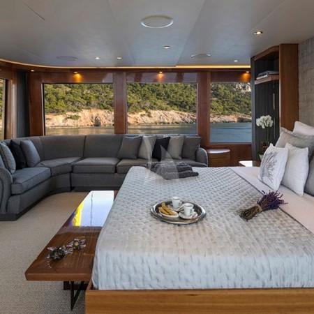 endless summer yacht cabin