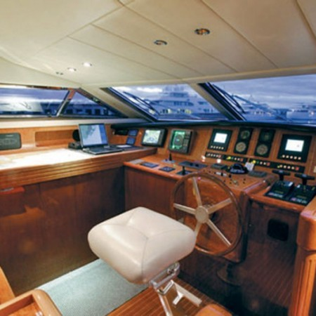 falcon yacht 100 ft bridge